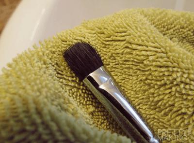 Como secar os pinceis de maquiagem corretamente