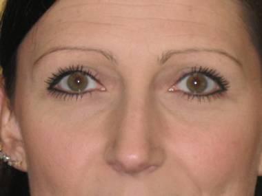 Maquiagem definitiva nos olhos fica bom