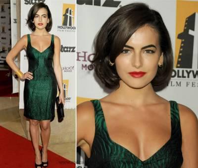 Maquiagem com batom vermelho para vestido verde fica bom