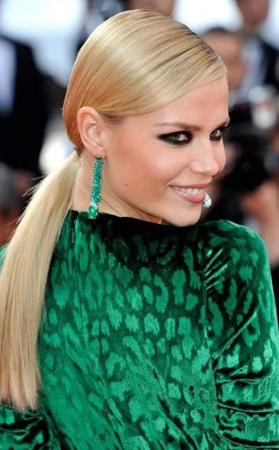 maquiagem preta para vestido verde