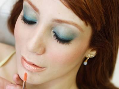 Maquiagem azul para ruivas fica bom