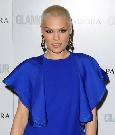 Maquiagem para vestido azul escuro royal