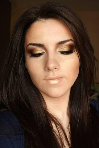 ideias de maquiagens para usar com roupa dourada