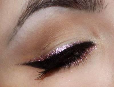 Maquiagem rosa e preta com glitter passo a passo