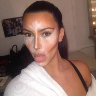 truques de maquiagem para afinar o rosto