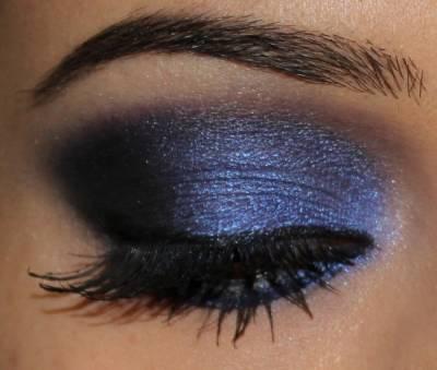 Maquiagem de roqueira com sombra colorida