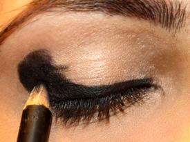 Como fazer olho preto para make de rockeira