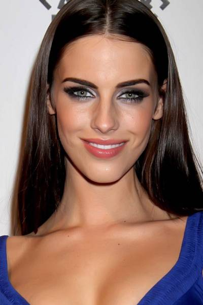 Maquiagem que combina com vestido azul escuro