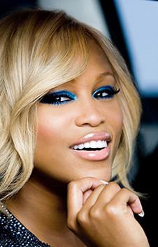 Maquiagem para vestido azul escuro pele negra