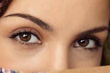 truques de maquiagem para aumentar os olhos