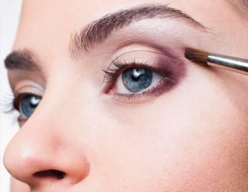 como fazer maquiagem para aumentar os olhos