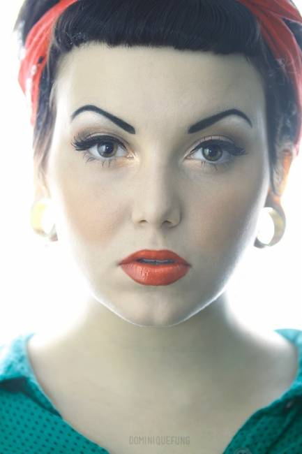 Fotos de maquiagem com delineador preto estilo pin up