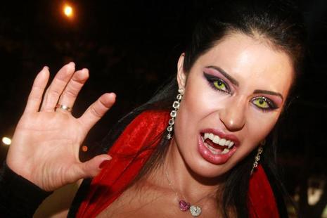 foto fantasia e make de vampira para morenas