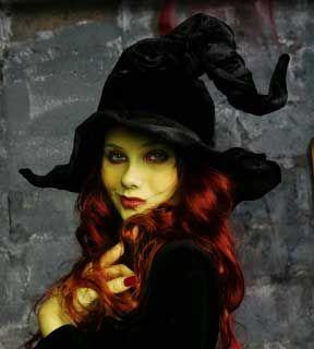foto de maquiagem e penteado de bruxa