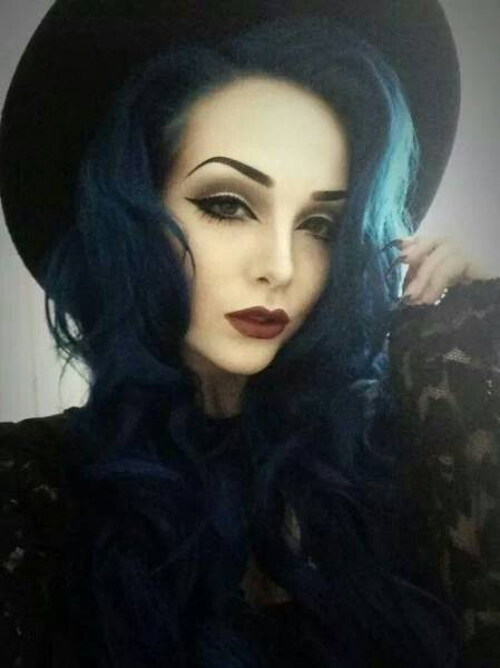 foto de make e cabelo de bruxinha fantasia