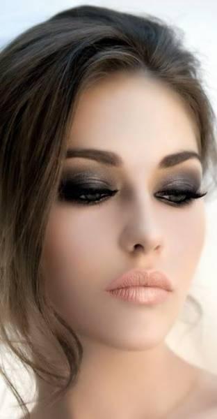 Maquiagem para noite batom claro