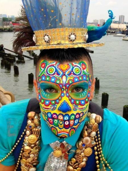 caveira colorida maquiada masculina