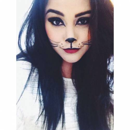 menina maquiada de gatinha