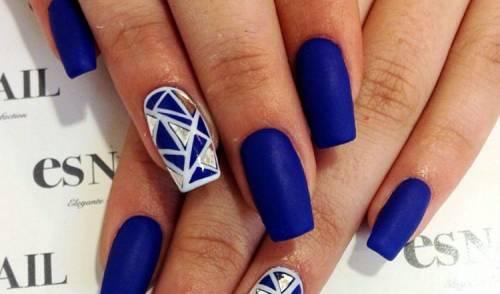 Unhas decoradas azuis com dourado