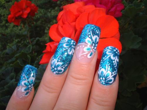 unha decorada com flor azul longa