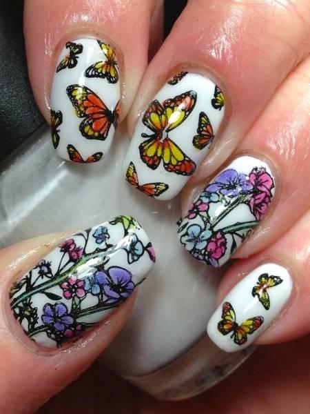 borboletas e flores em nail art