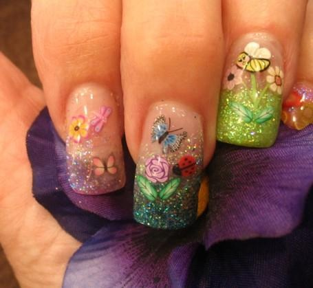 nail art de borboleta e flor com brilho
