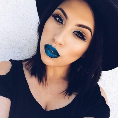 maquiagem natural com batom colorido