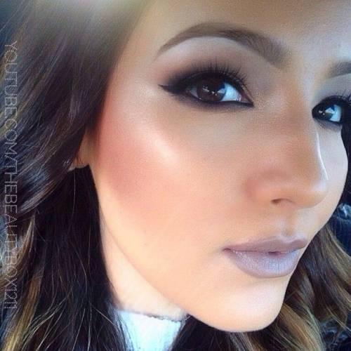 maquiagem com batom cinza